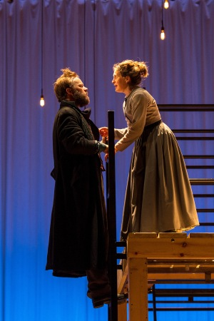 Felix Hayes (Rochester) and Madeleine Worrall (Jane). Credit: Manuel Harlan